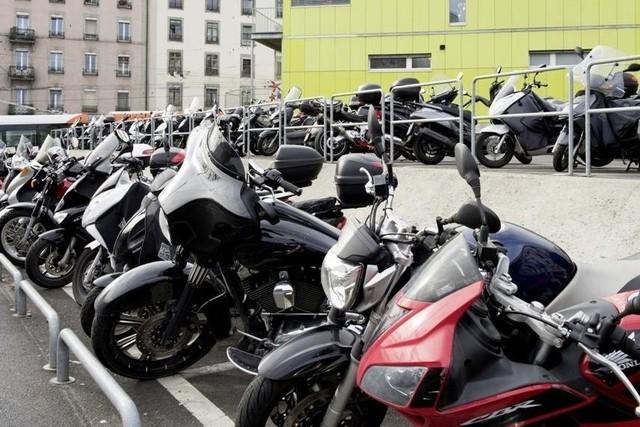 Genève ne fera pas payer le parking à ses deux-roues